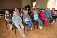 Pasowanie uczniow klas pierwszych na czytelnikow 2015_10