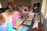 Pasowanie uczniow klas pierwszych na czytelnikow 2015_11
