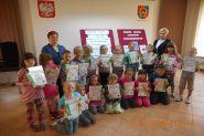 Pasowanie uczniow klas pierwszych na czytelnikow 2015_16
