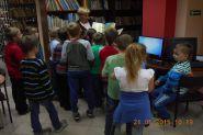 Pasowanie uczniow klas pierwszych na czytelnikow 2015_18