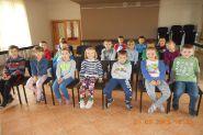 Pasowanie uczniow klas pierwszych na czytelnikow 2015_19