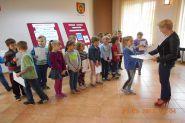 Pasowanie uczniow klas pierwszych na czytelnikow 2015_22