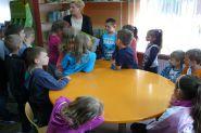 Pasowanie uczniow klas pierwszych na czytelnikow 2015_24