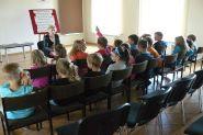 Pasowanie uczniow klas pierwszych na czytelnikow 2015_25