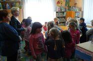 Pasowanie uczniow klas pierwszych na czytelnikow 2015_26
