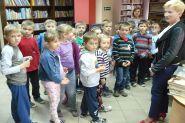 Pasowanie uczniow klas pierwszych na czytelnikow 2015_29