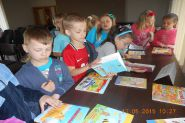 Pasowanie uczniow klas pierwszych na czytelnikow 2015_4
