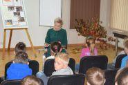 Świąteczna lekcja biblioteczna dla pierwszoklasistów